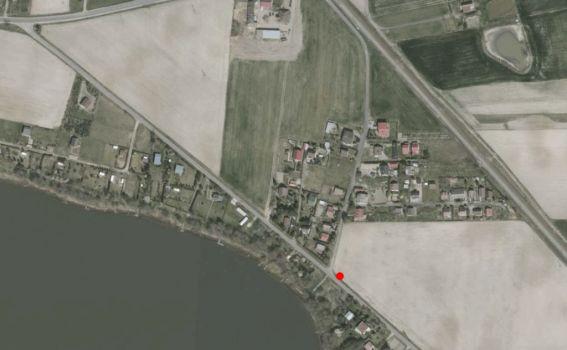 gniazdo na odpady komunalne w miejścowości Lubotyń przy drodze gminnej przeznaczone dla wczasowiczów.