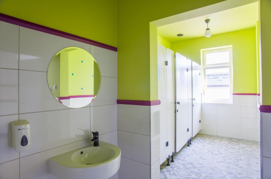 Szkola_Podstawowa_im_ Bohaterow_Akcji_V_2_w_Sarnakach wyremontowana łazienka