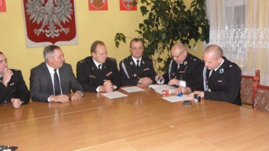 Na zdjęciu przygotowywanie porozumienia