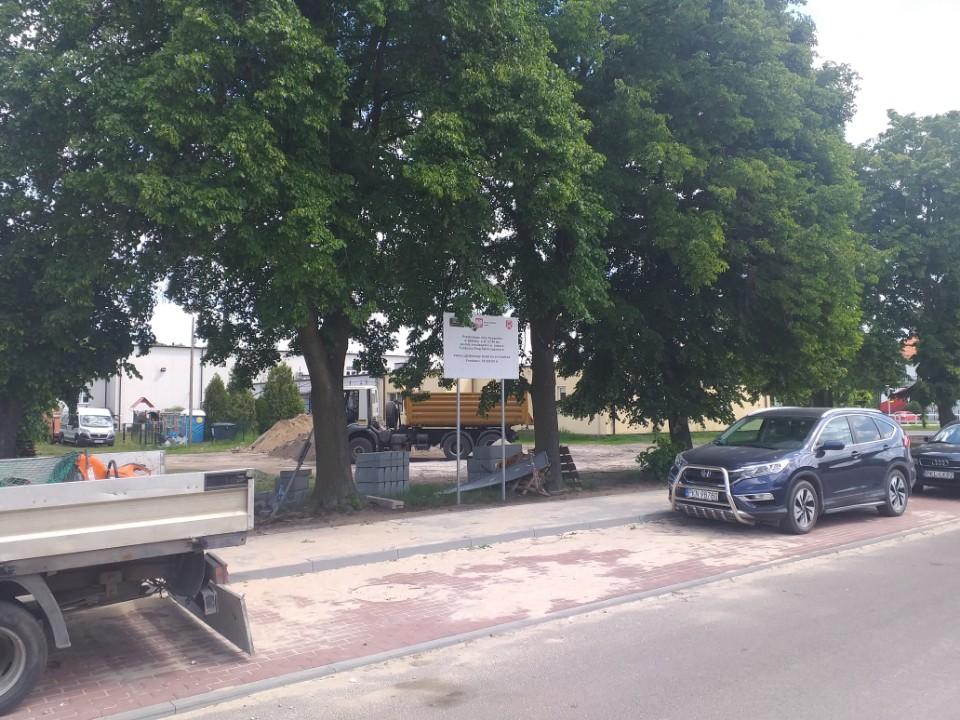 ul. Kopernika w trakcie remontu założona kostka brukowa na chodniku oraz kostka na parkngu.